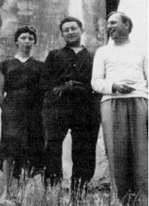 Guy_Debord_(al_centro)_nell'aprile_1957_con_Michèle_Bernstein_e_Asger_Jorn