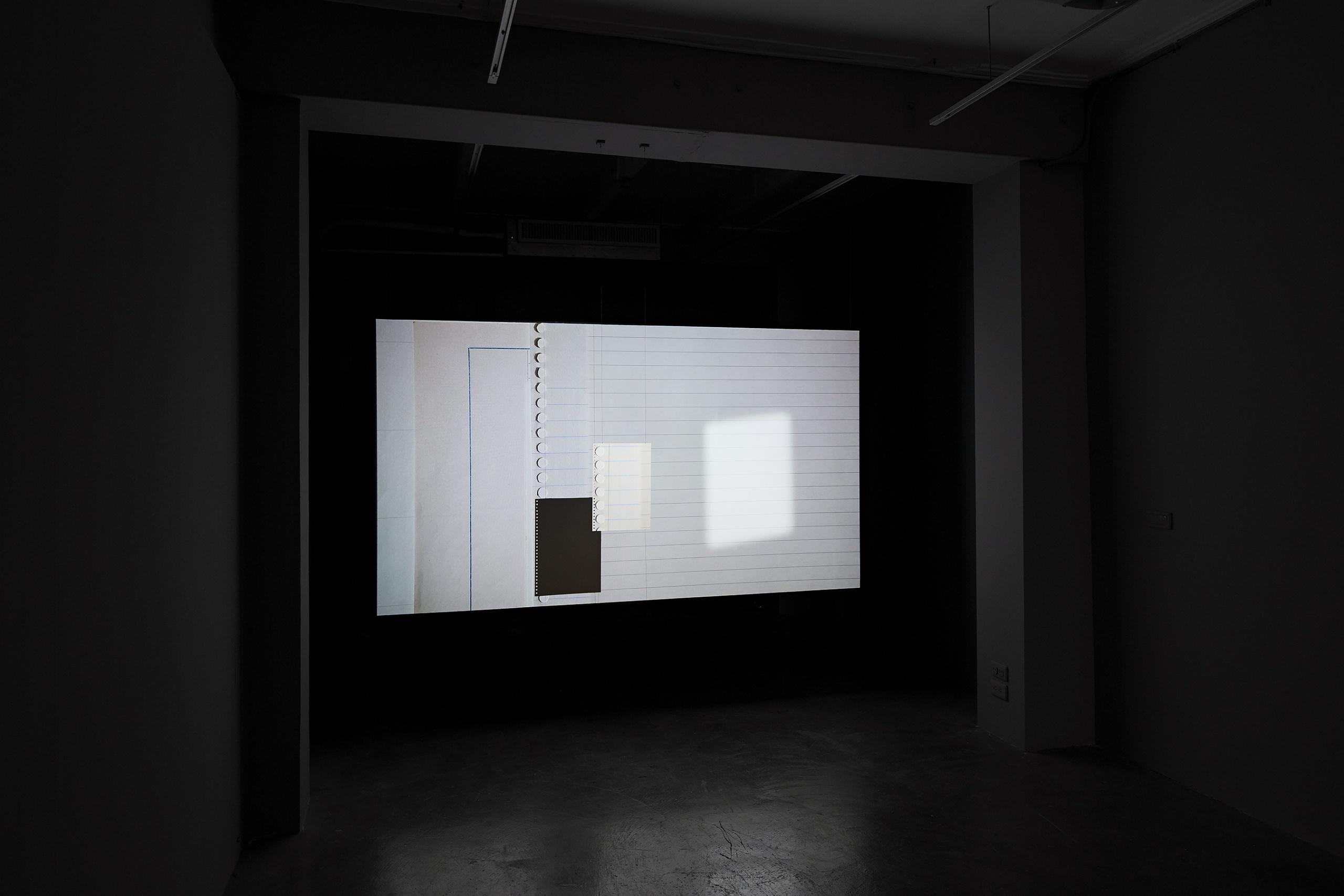 王雅慧,《筆記本》,264×148.5cm,單頻道錄像(9 分01 秒循環播放)/素描紙2020。 攝影|劉信佑