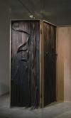 《十一月十日行於雪博魯克森》,240×230×6Cm,木頭、實木貼皮、粉彩、炭筆,2016。圖片提供|李若玫